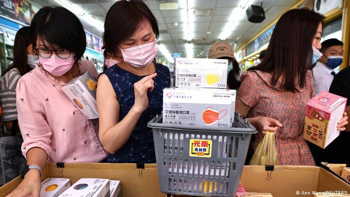 People buy masks in Taiwan