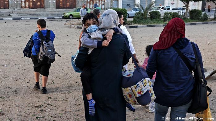 Hava saldırılarına karşı pek çok Filistinli sivil Gazze'deki BM ofisine sığındı.