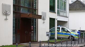 Полицейская машина у синагоги в Бонне