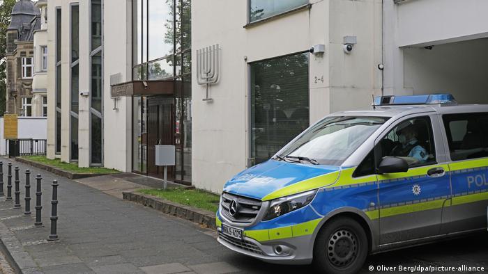 Almanya'da antisemitist saldırılar nedeniyle sinagoglarda koruma önlemleri artırıldı
