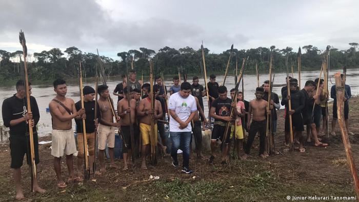 Indígenas na comunidade yanomami de Palimiú, em Roraima