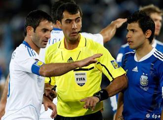Равшан Ирматов во время матча Аргентина - Греция