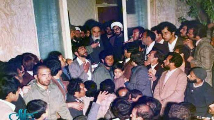 کرباسچی در کنار خمینی در روزهای ابتدایی ورود به ایران