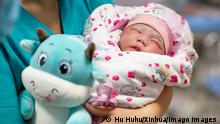 China Uiguren Xinjiang Kinder Geburtenrate Baby