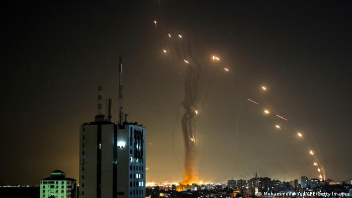 Israel I Luftverteidigungssystem Iron Dome fängt Raketen der Hamas ab