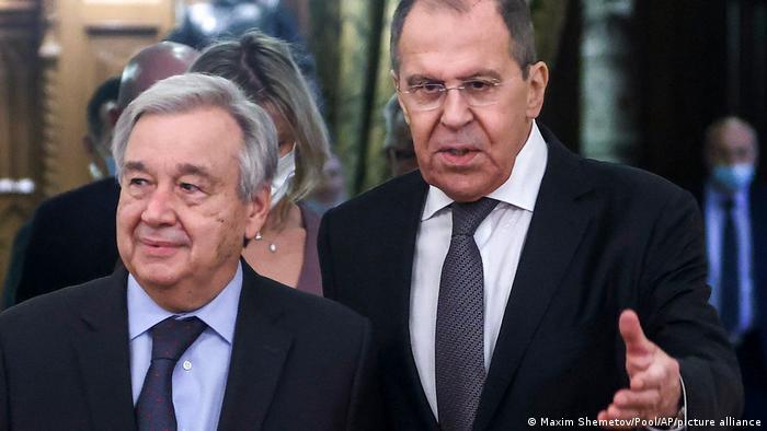 Генеральный секретарь ООН Антониу Гутерриш (слева) и глава МИД России Сергей Лавров