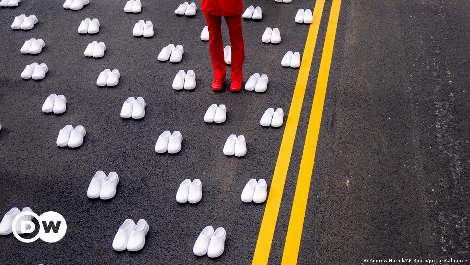 Bild des Tages: Verwaiste Schuhe zum Gedenken