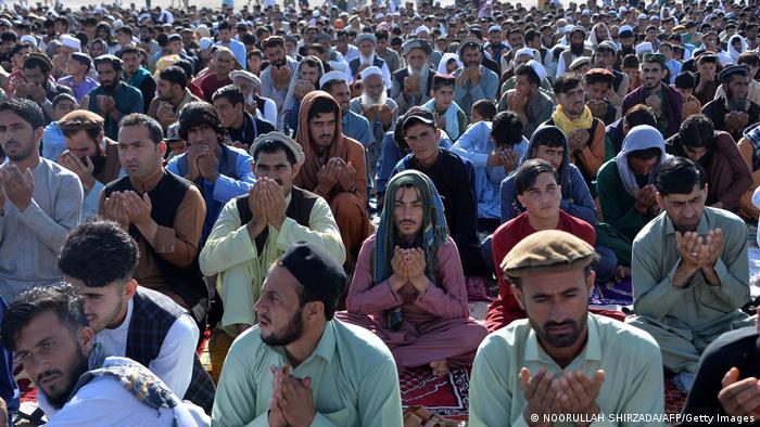 مردم افغانستان که از تداوم جنگ و خشونت خسته شده اند، از جمله برای صلح و آرامش در این کشور جنگزده دعا کردند.