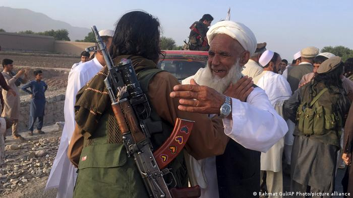 در پایان رمضان سال ۲۰۱۸ میلادی نیز طالبان یک آتش بس سه روزه را اعلام کردند و در روزهای عید شماری از اعضای گروه طالبان وارد کابل و بعضی شهرهای دیگر شدند و ضمن تبریکی عید، با مردم عکس گرفتند.