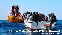20.11.2019***SOS Mediterranee team members from the humanitarian ship Ocean Viking approach a boat in distress with 30 people on board in the waters off Libya, Wednesday, Nov. 20, 2019. Ocean Viking, operated by Doctors Without Borders (Medecins Sans Frontiers MSF) anD SOS Mediterranee, has rescued another 30 people from a boat in distress off the Libyan coast, bringing the total number of migrants aboard the rescue vessel to 125. (Hannah Wallace Bowman/MSF via AP)
