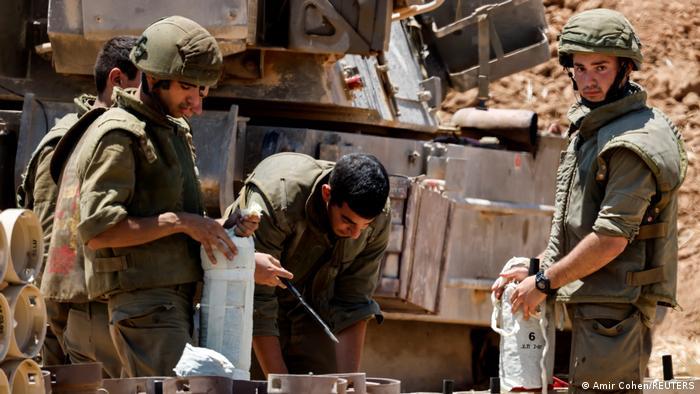 Mientras tanto, el ejército israelí ha estado acumulando tropas de combate y tanques en la frontera con la Franja de Gaza, lo que trae el recuerdo de los conflictos de 2008/2009 y 2014.