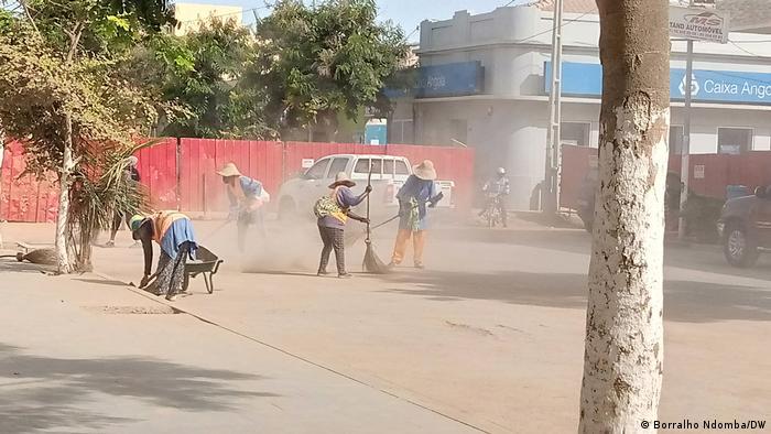 Trabalhadores do saneamento no Kwanza Sul.