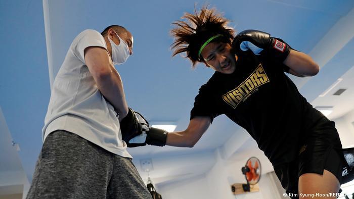 TABLEAU  BG Japan Tokio   Arisa Tsubata, boxende Krankenschwester   Olympiatraum geplatzt