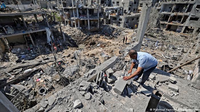 El primer ministro israelí advirtió que la ofensiva de Israel no ha terminado todavía en la Franja de Gaza, donde los ataques ya han causado más de 120 muertos. Además, 10 palestinos murieron en Cisjordania, luego de que este territorio se uniera a las manifestaciones, que derivaron en uno de los enfrentamientos más violentos con el ejército israelí en los últimos años (14.05.2021).
