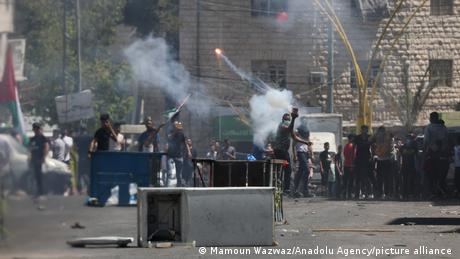 Palestinian demonstrators burn tyres and throw rocks