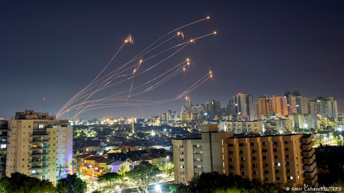 Israel | Reketen werden der 'Eisernen Kuppel' abgefangen, Ashkelon
