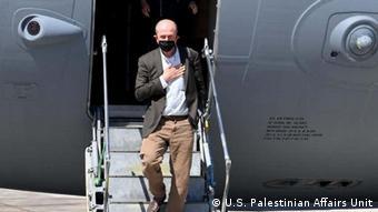 ABD'nin İsrail ile Hamas arasındaki arabulucuk girişimi kapsamında ABD'li Büyükelçi Hady Amr cuma akşamı İsrail'in Tel Aviv kentindeki Ben Gurion Havalimanı'na indi