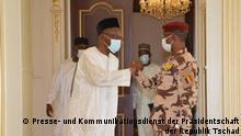 Präsident des militärischen Übergangs - Militt Transition Council, und Saleh Kebzabo