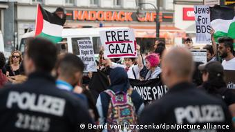 Berlin'de İsrail'i protesto ve Filistin'e destek gösterisi