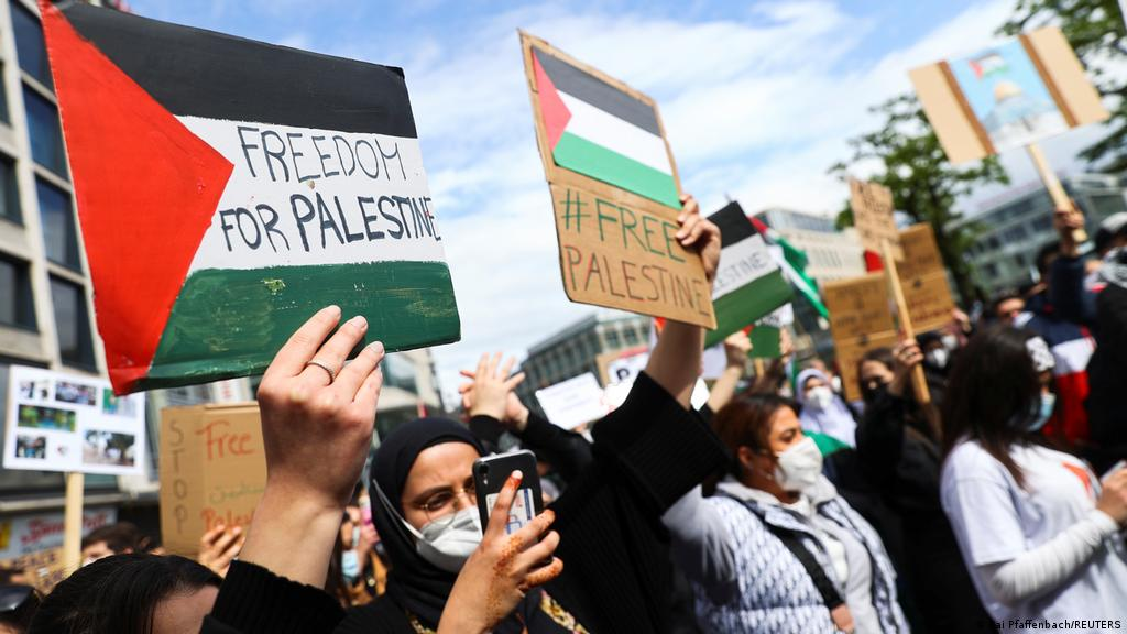 Pro-Palestinian protesters rally against Israeli strikes on Gaza — live  updates | News | DW | 15.05.2021