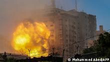 Gaza Konflikt l Luftangriff auf den Jala Tower