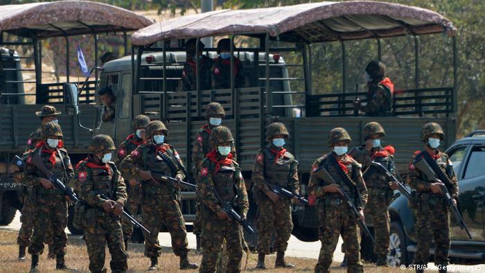 军政府暴力镇压被推翻的昂山素季政府的支持者