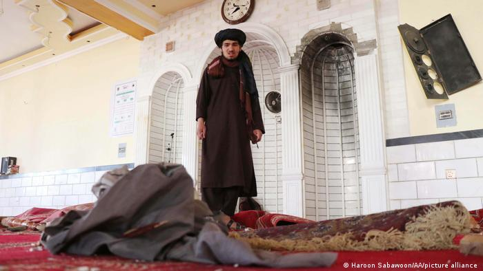داعش ملاامام این مسجد را به تبلیغ علیه جهادگرایان متهم کرده است.