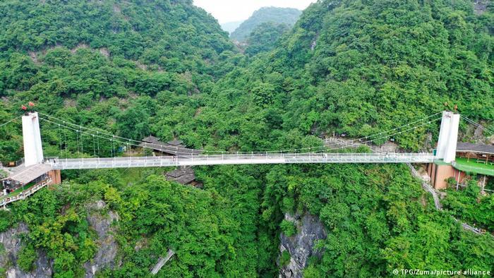 پل متعلق شیشهای در لیوژو واقع در استان گوانگشی