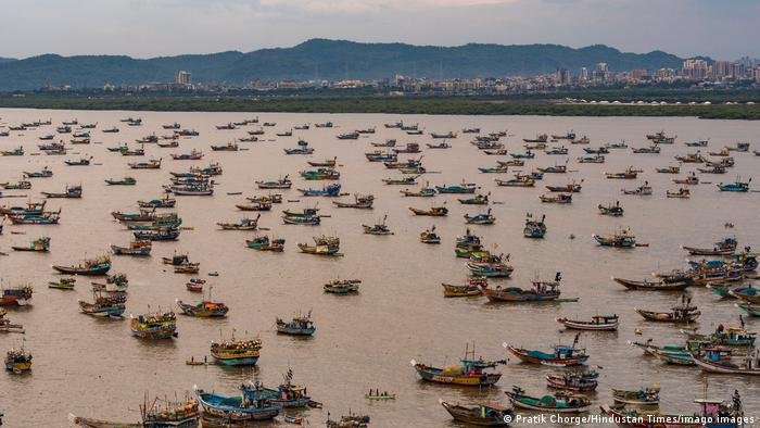 Indien I Zyklon zieht an Westküste entlang