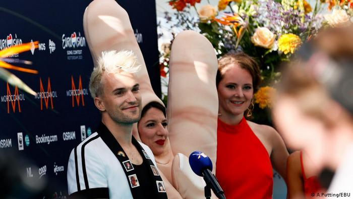 Участник Евровидения-2021 Йендрик из Германии на церемонии открытия конкурса в Роттердаме