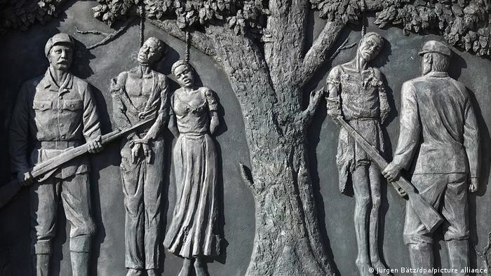 Denkmal zur Erinnerung an den Völkermord an Herero und Nama in der namibischen Hauptstadt Windhuk