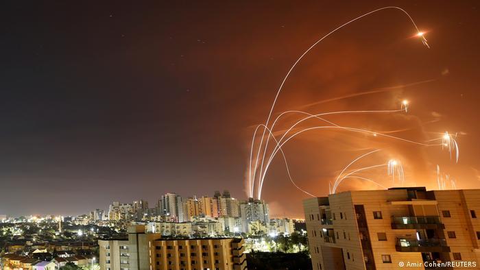 Israel Raketenabwehrsystem Iron Dome am 12. Mai in Aktion, gesehen von Ashkelon