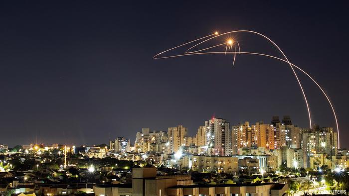 El sistema antimisiles israelí Cúpula de Hierro intercepta el 14 de mayo cohetes lanzados desde la Franja de Gaza.