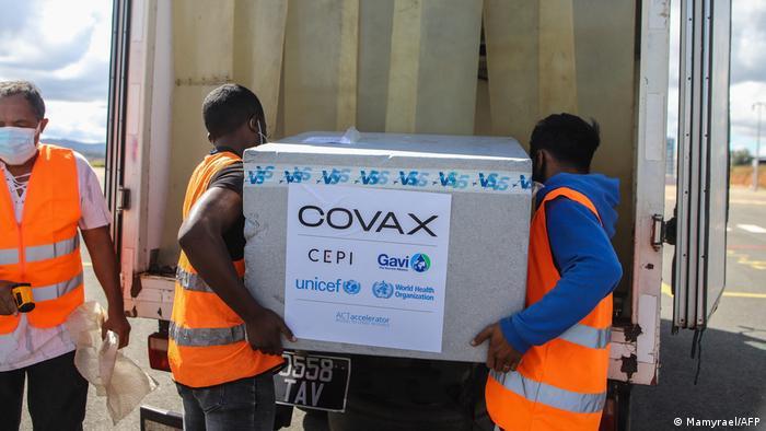 بستههای حاوی واکسن برای مقابله با کرونا در پایتخت ماداگاسکار