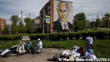 Weltspiegel 17.05.2021 | Russland Moskau | Straßenverkäufer, Porträt Putin