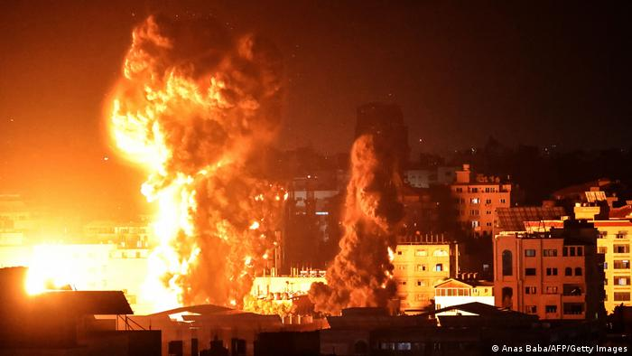 Flames, smoke and explosions in the Gaza Strip after Israeli airstrikes