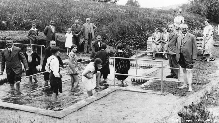 Водные процедуры по Кнейппу в 1930-х годах
