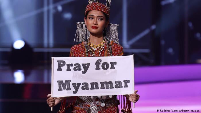 مراسم انتخاب ملکه زیبایی جهان معمولا با پیامهای اعتراضی همراه است. ملکه زیبایی میانمار توزار وینت لوین خواستار دعا برای میانمار شده است. پس از کودتای نظامی و اعتراضهای مردمی تاکنون صدها نفر کشته و هزاران نفر زندانی شدهاند. در روزهای گذشته نیز خبر درگیری نظامی و کشته شدن تعدادی در استان چین گزارش شد.