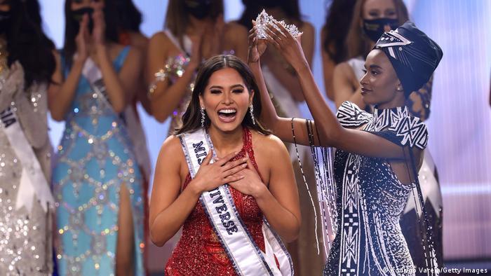 آندرا متزا کارمونا ۲۶ ساله از مکزیک برنده عنوان ملکه زیبایی جهان در سال ۲۰۲۱ شد. در رقابتهای سال جاری نمایندگانی از ۷۴ کشور جهان حضور داشتند. متزا سومین مکزیکی است که در تاریخ این رقابتها عنوان ملکه زیبایی جهان را بدست میآورد. او میخواهد در یک سالی که این عنوان را در اختیار دارد با خشونت علیه زنان مبارزه کند.