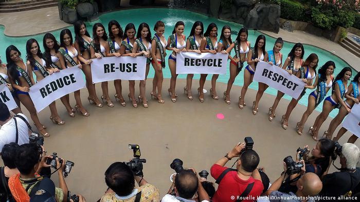 کاندیداهای رقابت ملکه زیبایی زمین در سال ۲۰۱۶ در مانیل فیلیپین برای احترام به کره زمین و حفظ محیط زیست شعارهایی از قبیل بازیافت، دوباره استفاده کردن و کاهش مصرف را بدست گرفتند.