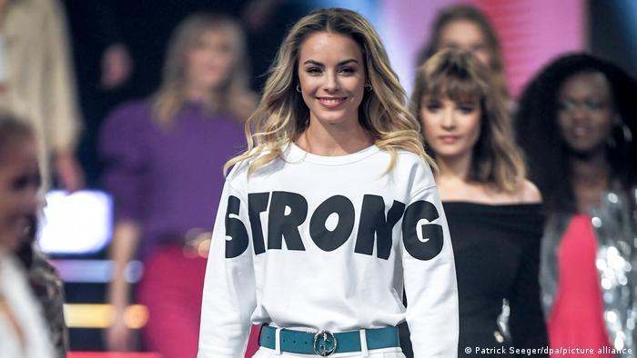 لارا رونارسون، ملکه زیبایی ایالت بایرن آلمان به قدرت زنان در مراسم سال ۲۰۲۱ انتخاب ملکه زیبایی آلمان توجه داده است.