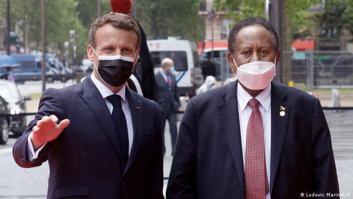 Frankreich Emmanuel Macron und Abdalla Hamdok