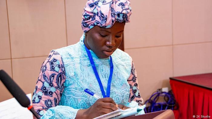 Makémè Konaté, une des rares jeunes filles guinénnes à écrire un recueil de poèmes à 17 ans.