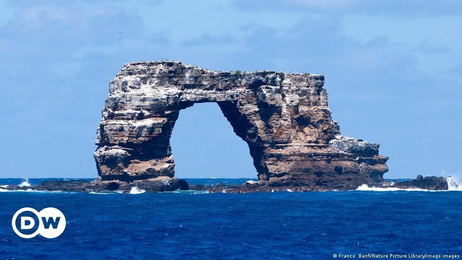 Ecuador: Galapagos icon, Darwin's Arch, collapses