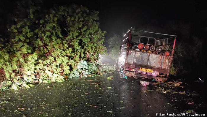 طوفان توکتای روز دوشبنه ۱۷ مه شهروندان مومبای را غافلگیر کرد. بارندگی شدید توأم با این طوفان باعث شد که مقامات دولت هند اقدام به نقل مکان دهها هزار نفر از مردم این کشور به مناطق امن بکنند.