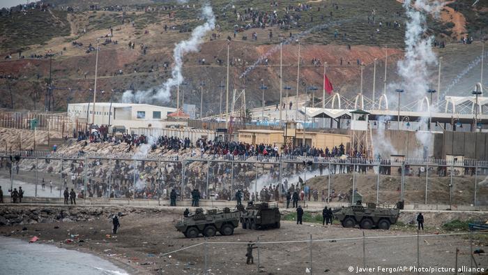 Se avistaron vehículos blindados en la frontera entre Ceuta y Marruecos