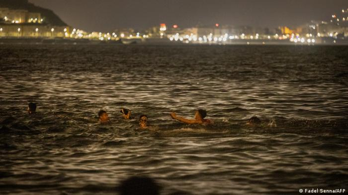 Migrants seen in the water at night off Frideq