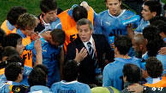 Uruguay head coach Oscar Tabarez, center, speaks with his players before the start of extra time during the World Cup quarterfinal soccer match between Uruguay and Ghana at Soccer City in Johannesburg, South Africa, Friday, July 2, 2010. (AP Photo/Hassan Ammar)