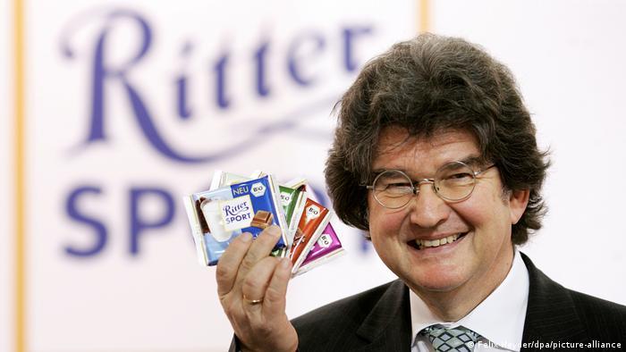 Alfred Ritter pokazuje bio-čokolade Ritter Sport