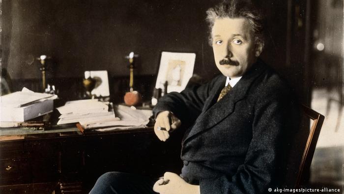 Einstein en su estudio de Berlín en 1921.